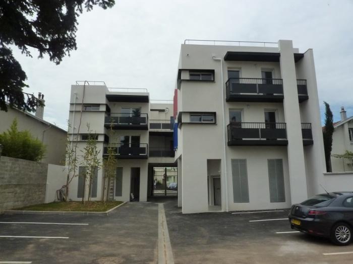 Création de 12 logements : P1100782 réduite